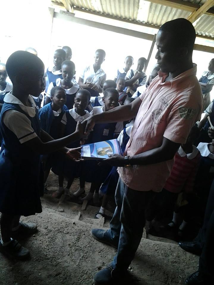 ghanaische Mädchen, die sich verabreden wollen